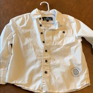 Whit button down collared shirt